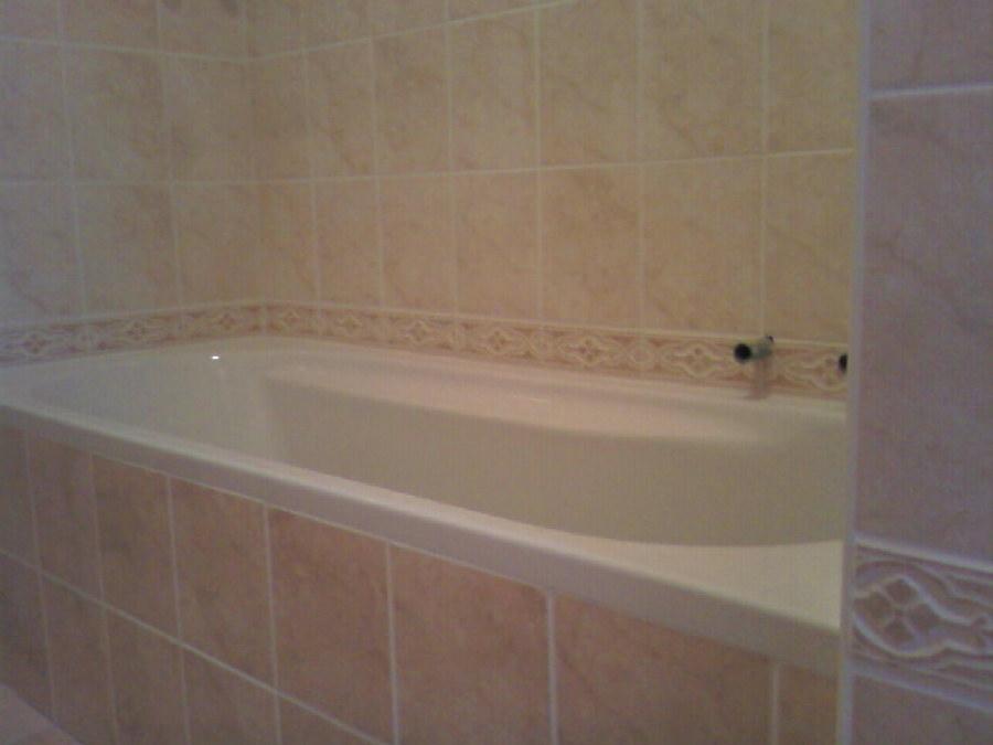 Foto posa piastrelle bagno di maximeasa gabriel 241818 habitissimo - Piastrelle bagno foto ...