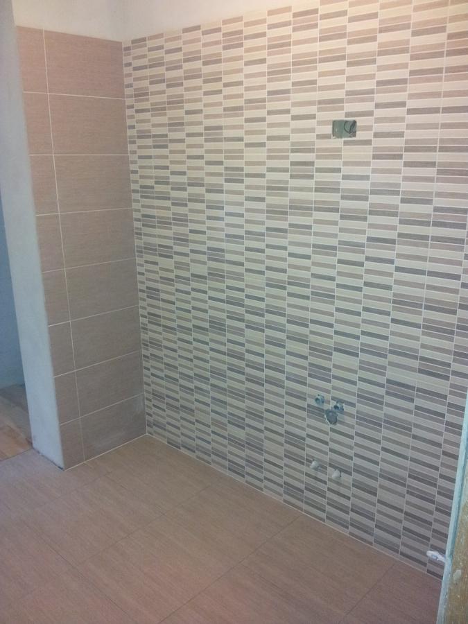Progetto ristrutturazione di una villetta a pieve emanuele - Posa mosaico bagno ...