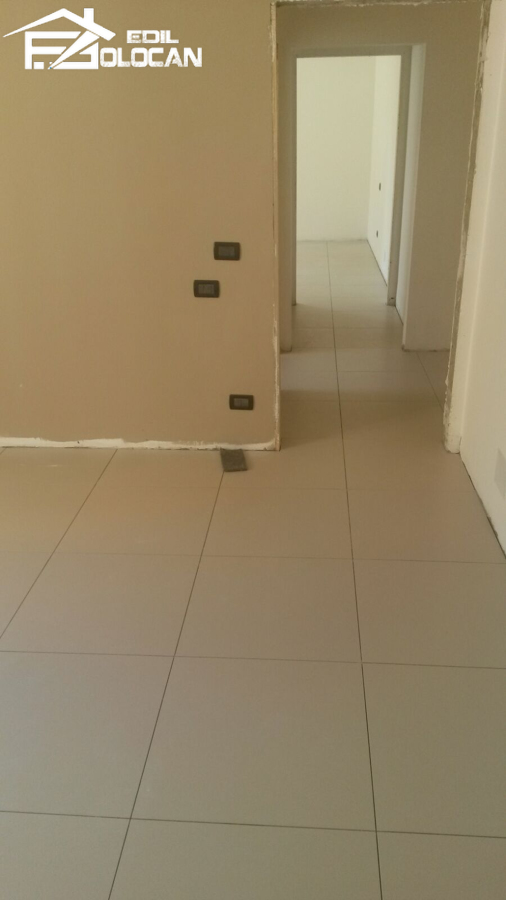 Foto posa piastrelle pavimento di edlibv 411839 - Posa piastrelle cucina ...
