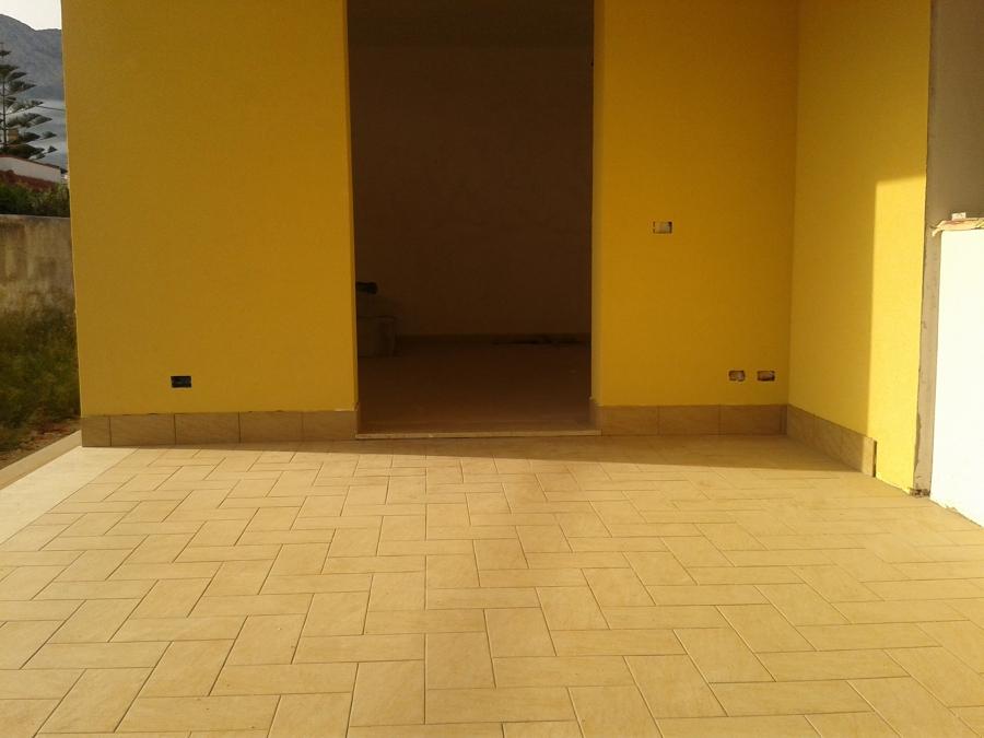 foto prospetto e pavimenti interni di immobiliare