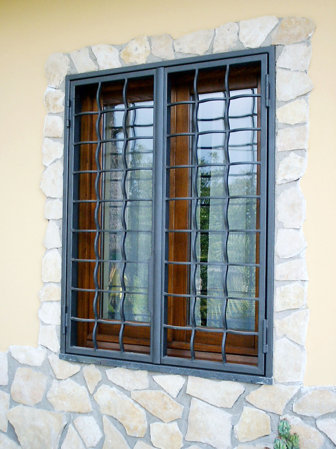 Progetto protezioni per finestre e porte idee infissi for Preventivo porte e finestre