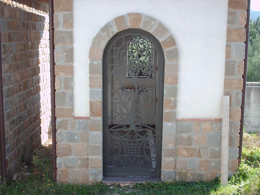 Foto protezioni per finestre e porte di edilsider sas di racconto giuseppe c 211149 - Sbarre per porte e finestre ...