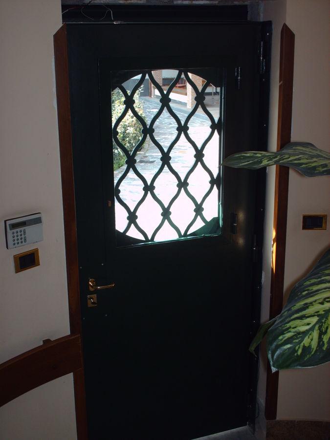 Foto protezioni per finestre e porte de edilsider sas di racconto giuseppe c 211153 - Protezioni per finestre ...