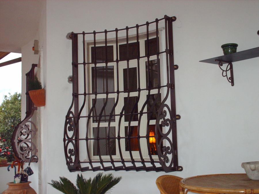 Foto protezioni per finestre e porte di edilsider sas di racconto giuseppe c 211161 - Sbarre per porte e finestre ...