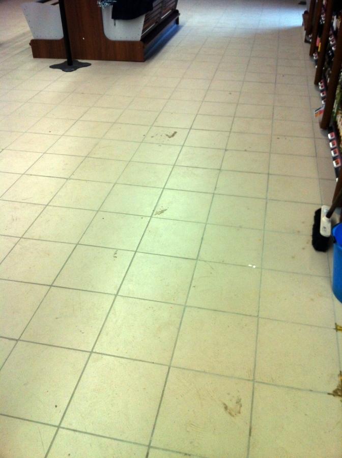 pulizia post ristrutturazione supermercato prima