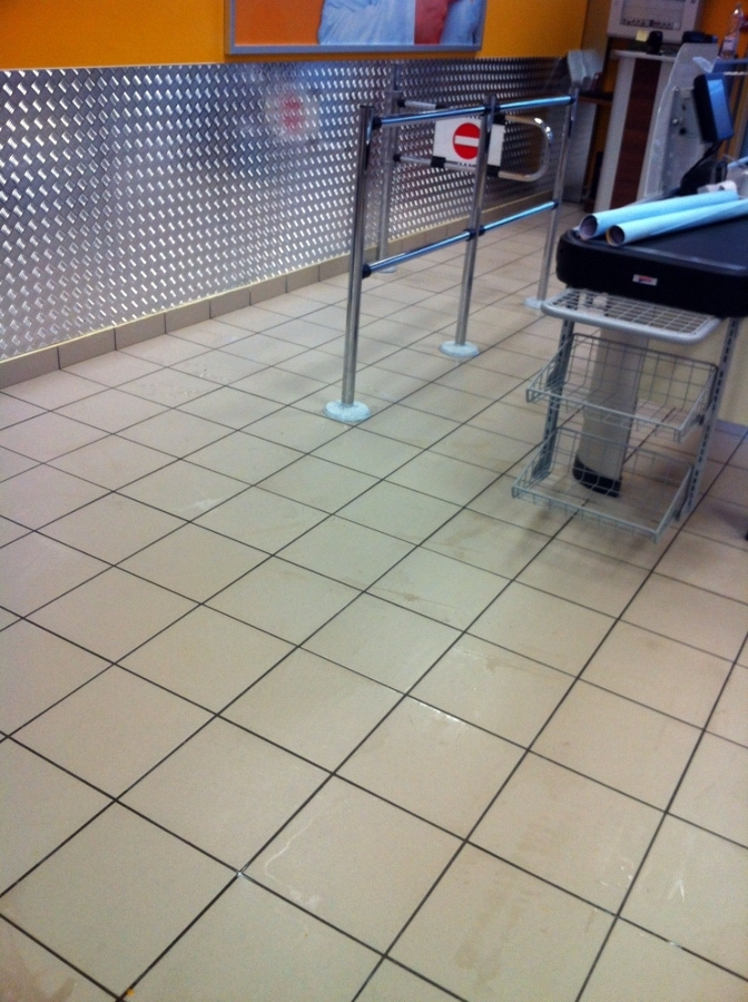 pulizia post ristrutturazione supermercato