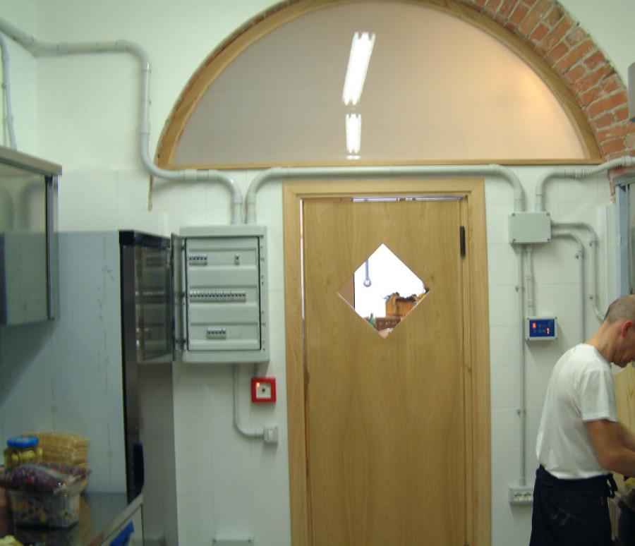 Impianto elettrico piccola cucina ristorante idee for Preventivo impianto elettrico