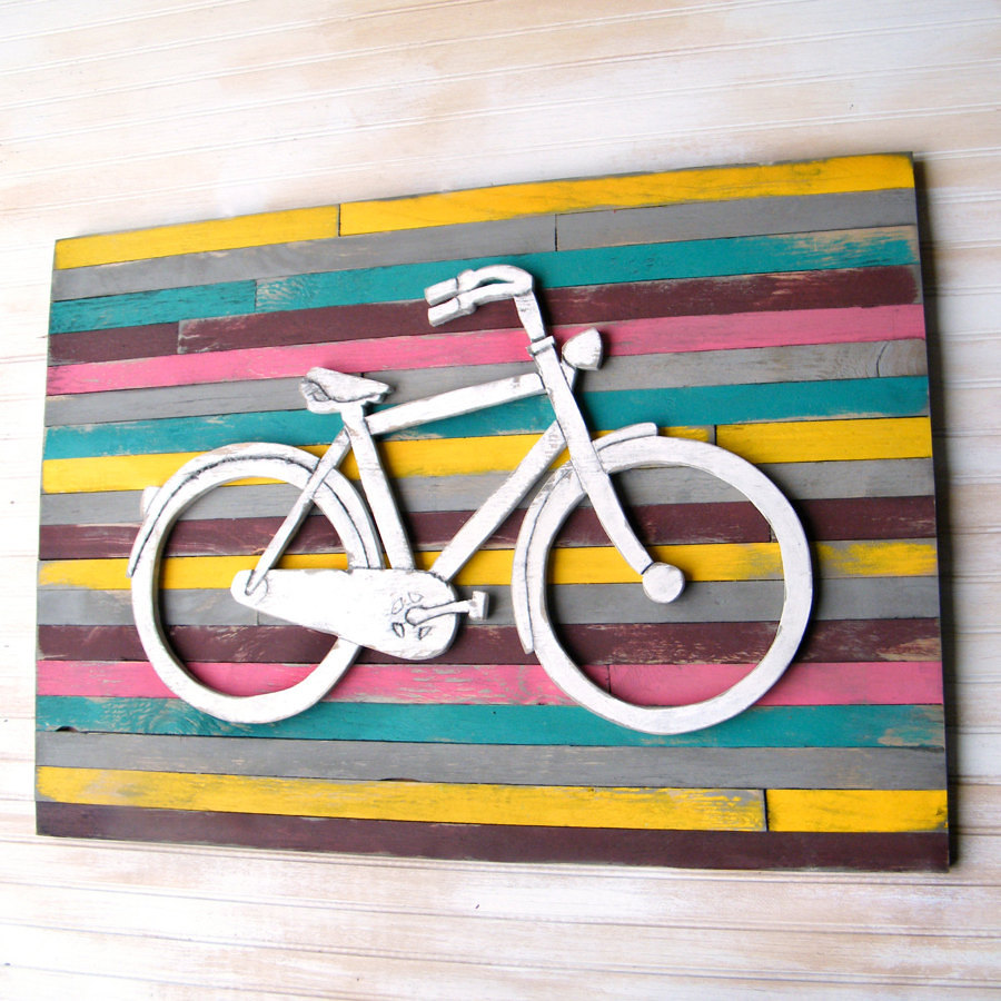 quadro su pallet con disegno bicicletta in rilievo