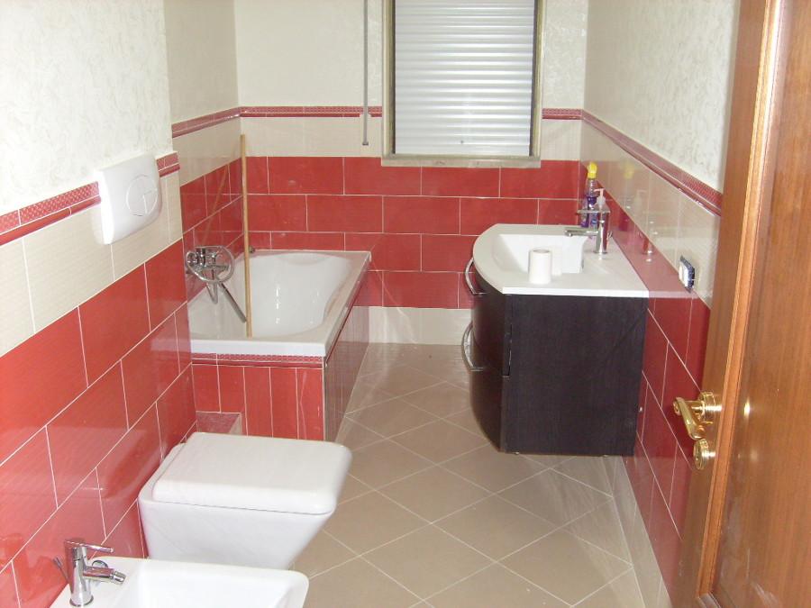 Foto realizzazione bagno con vasca con tinteggiatura pareti a specchio di impresa edile volpe - Pareti vasca da bagno prezzi ...