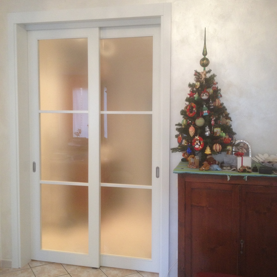 progetto porta scorrevole a due ante idee infissi legno e falegnameria On porta scorrevole due ante