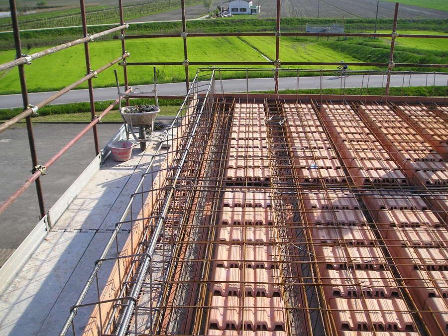 Foto realizzazione di solaio in laterocemento di for Piccola casa costruita su fondamenta