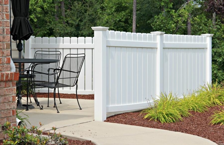 Ringhiere e recinzioni in pvc idee carpentieri - Ringhiere per giardino ...