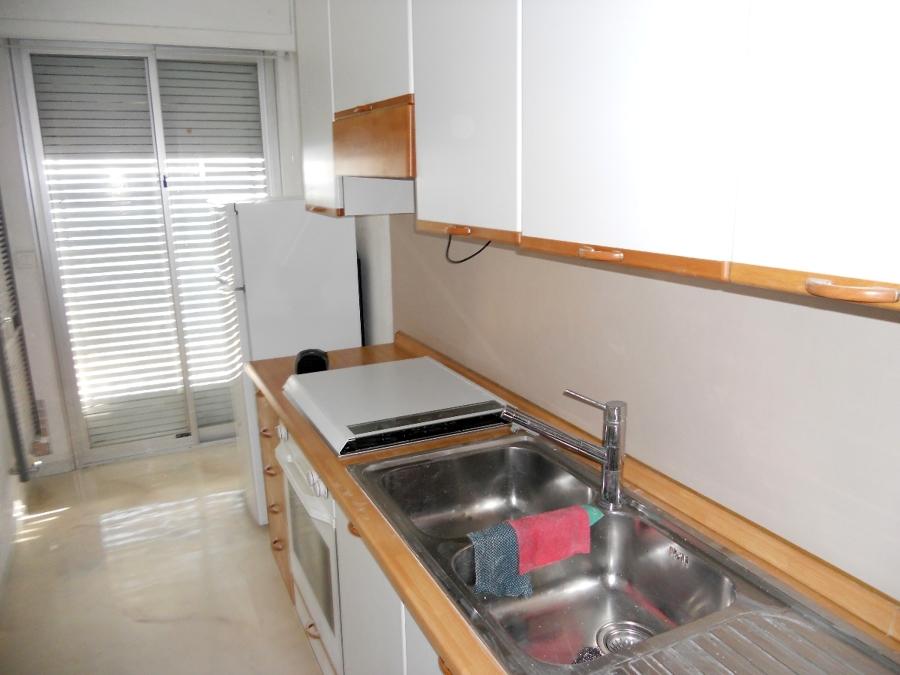 Progetto resina a rivestimento e pavimento cucina idee pavimenti continui - Idee rivestimento cucina ...