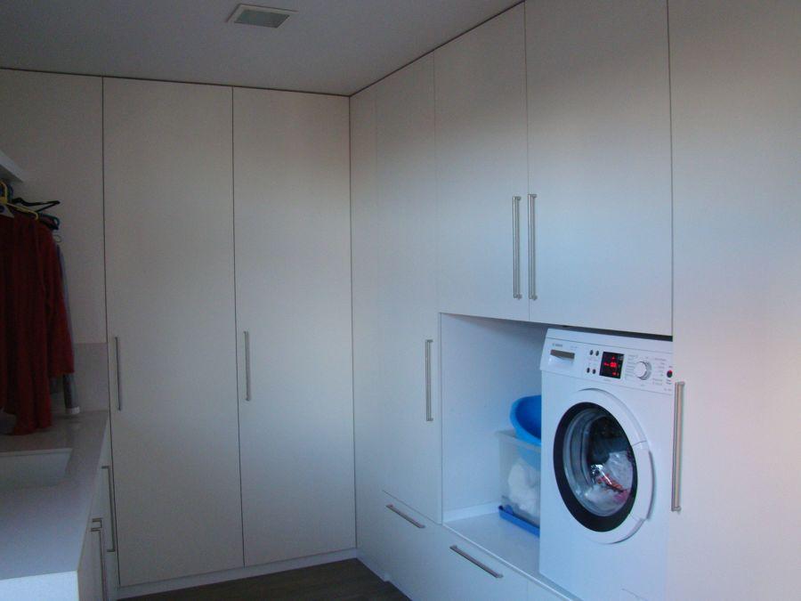 Ripostiglio con lavatrice
