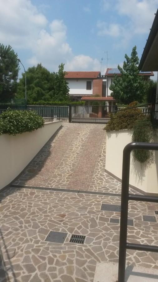 Risanamento e tinteggiatura villa bifamiliare :