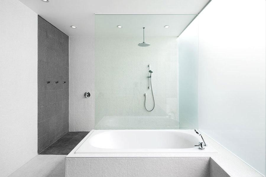 7 cose che devi sapere se vuoi ristrutturare il bagno - Bagno cieco illuminazione ...