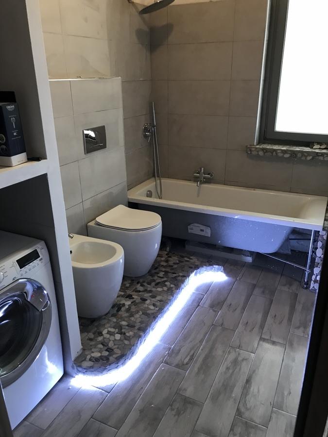Ristrutturazione totale bagno idee ristrutturazione bagni for Idee bagno garage