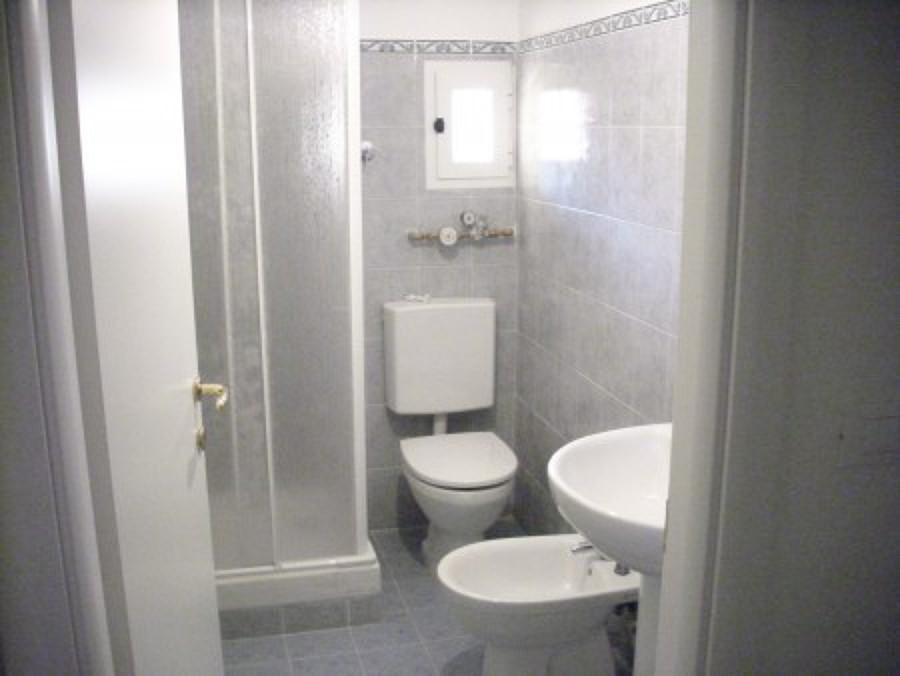 ristrutturazione bagno doccia sanitari piastrellatura