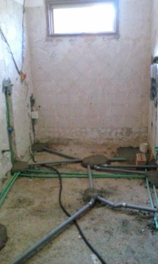 Foto ristrutturazione bagno nuovo impianto idraulico idrico e scarico di m e costruzioni - Impianto scarico bagno ...
