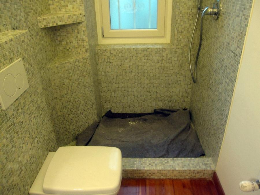 Progetto bagno con mosaico bisazza e piatto doccia filo pavimento idee ristrutturazione bagni - Mosaico pavimento bagno ...