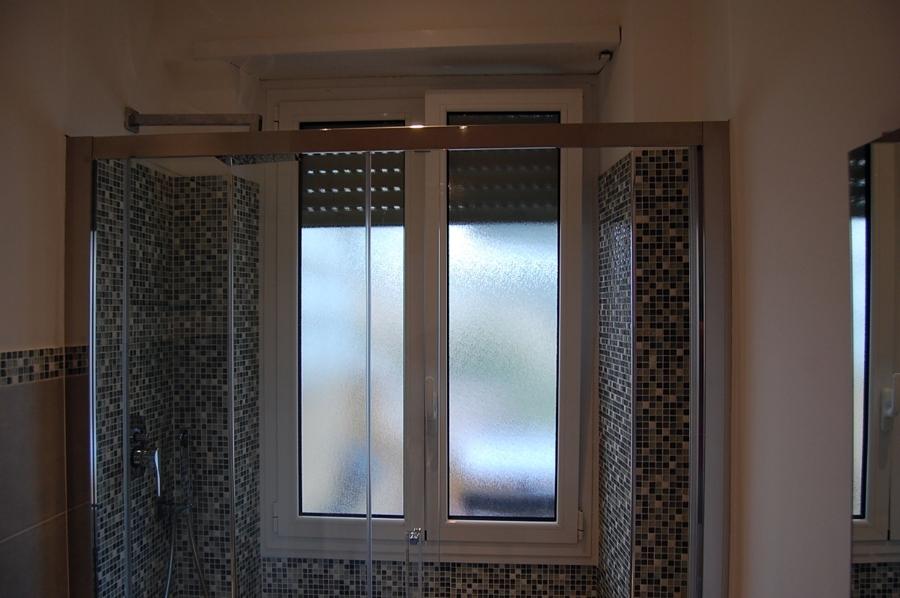 Progetto per bagno con mosaico boxer progetti ristrutturazione bagni - Finestra nella doccia ...