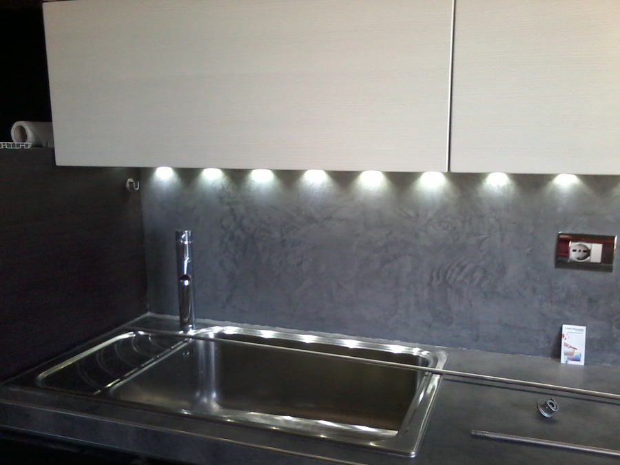rivestimento cucina in resina decorativa