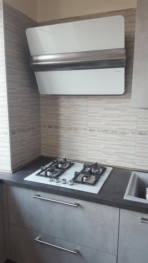 Appartamento a collegno idee ristrutturazione casa for Rivestimento piastrelle cucina