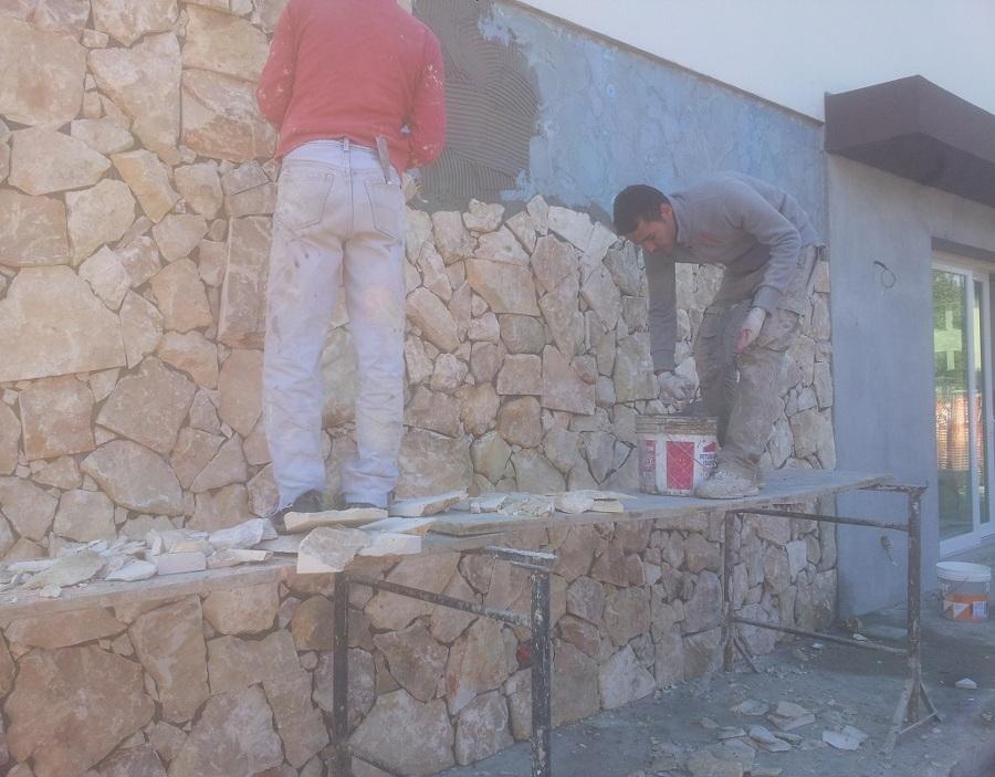 Nuova costruzione di una villa in classe energetica a idee costruzione case - Rivestimento per esterno in pietra ...