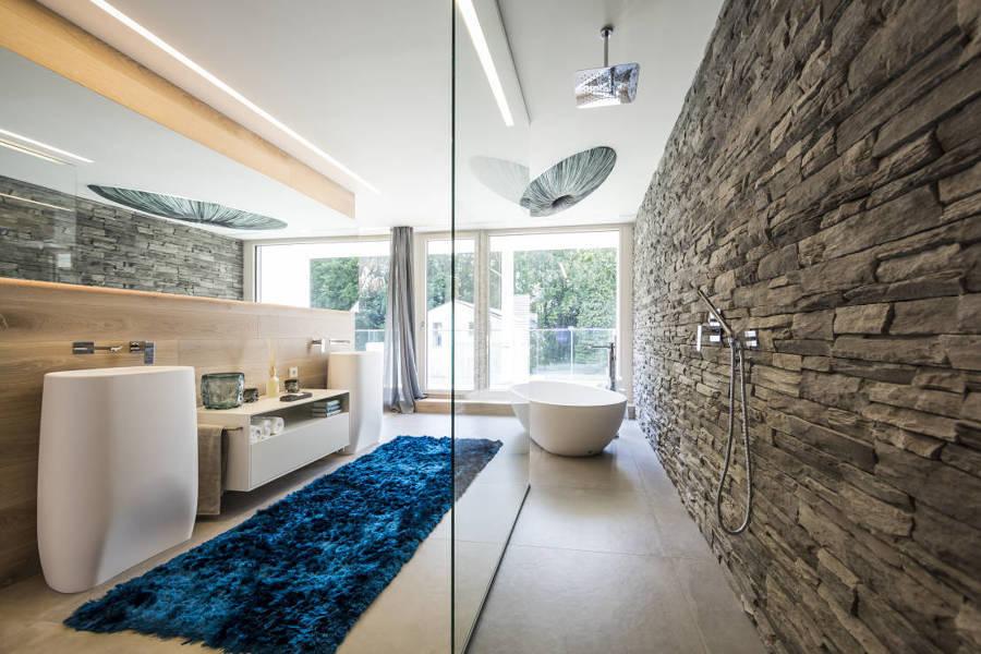 Rivestire parete bagno in pietra