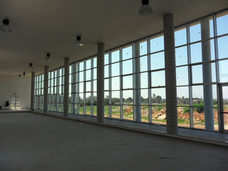 Foto: Sala Convegni - Particolare Parete Vetrata De Adriano Margiotta Architetto #94615 ...