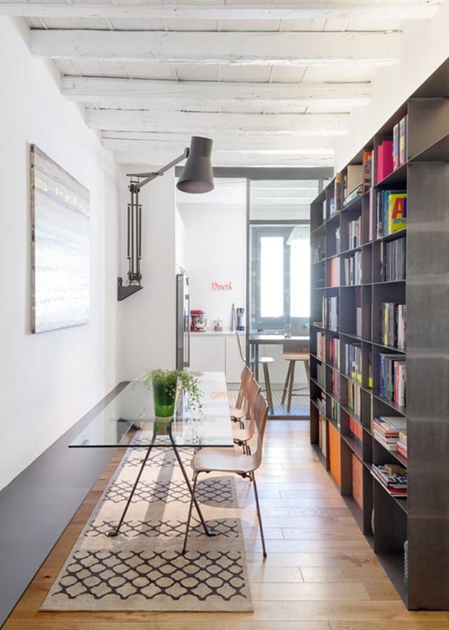Ristrutturazione nel cuore di milano tra passato e for Sala pranzo libreria