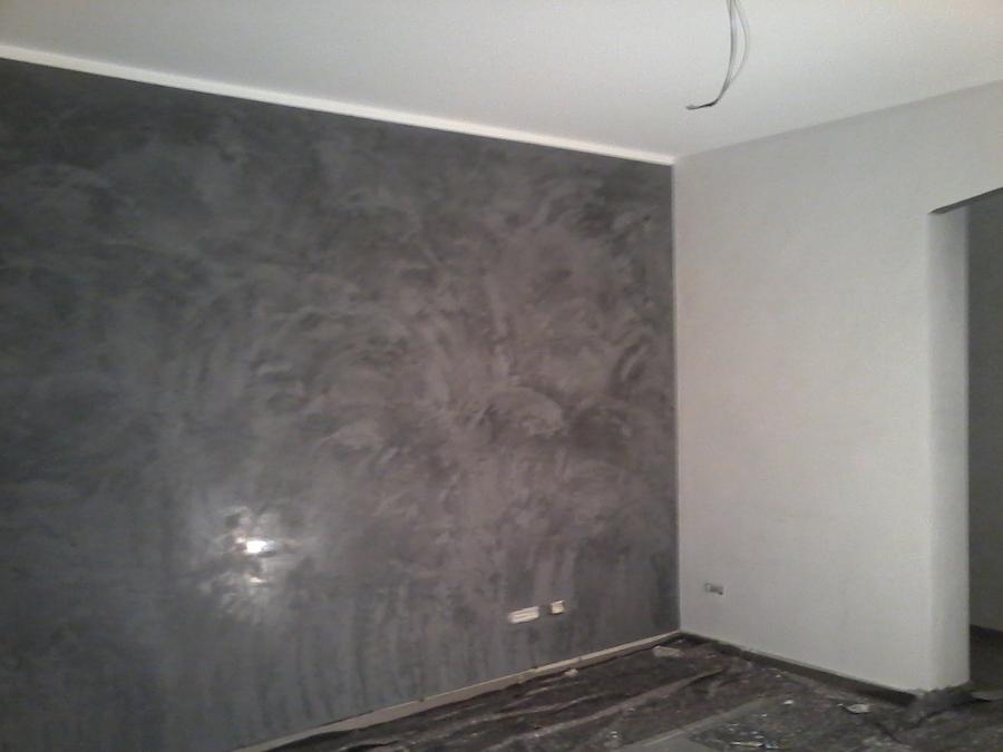 foto sala pareti stucco veneziano bianco carrara e