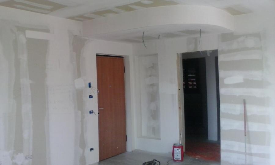 Soffitto Colore Grigio : salone ,colore soffitto bianco e pareti con ...