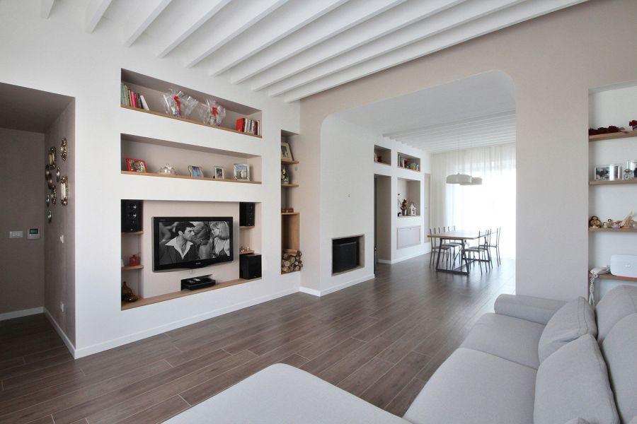 Salotto con parete attrezzata in cartongesso