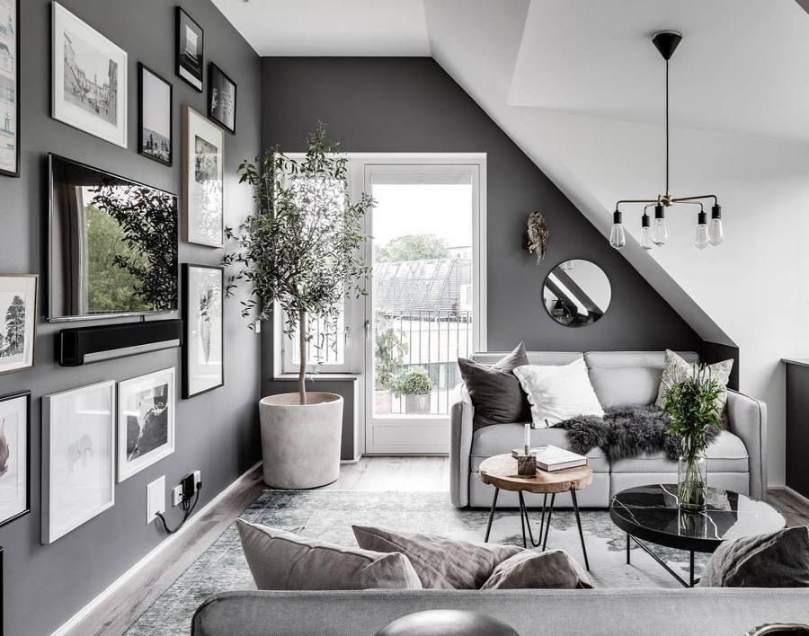 Salotto con pareti grigie