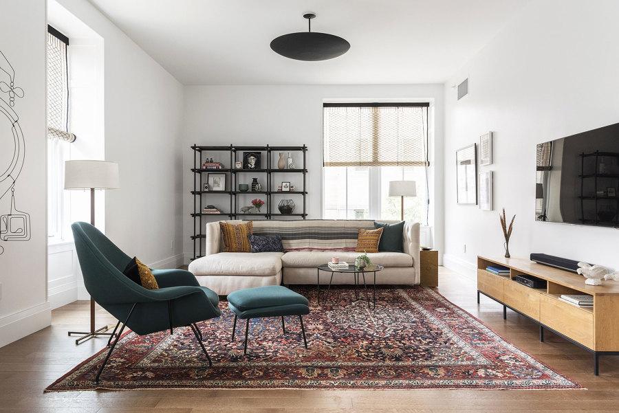 salotto con tappeto persiano