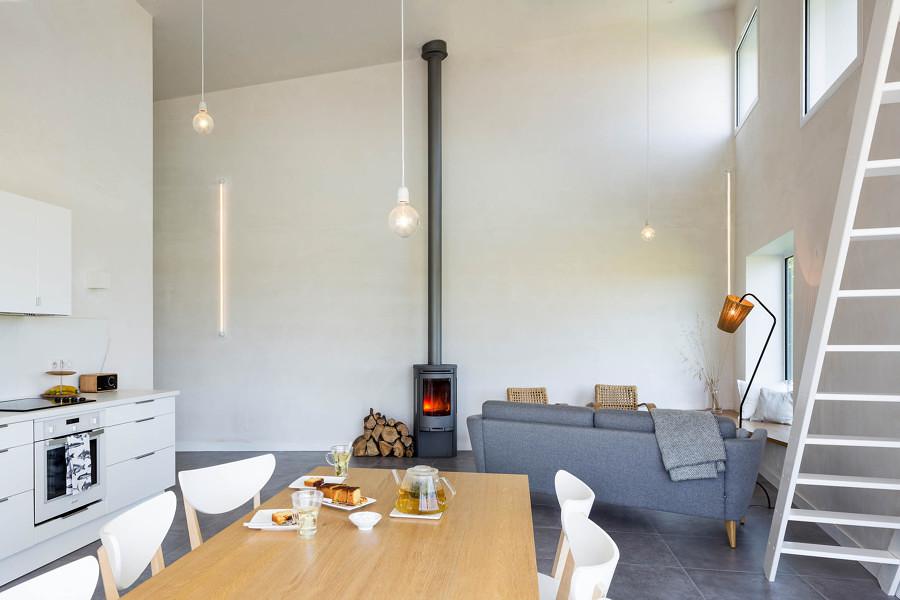 Salotto-sala da pranzo con camino