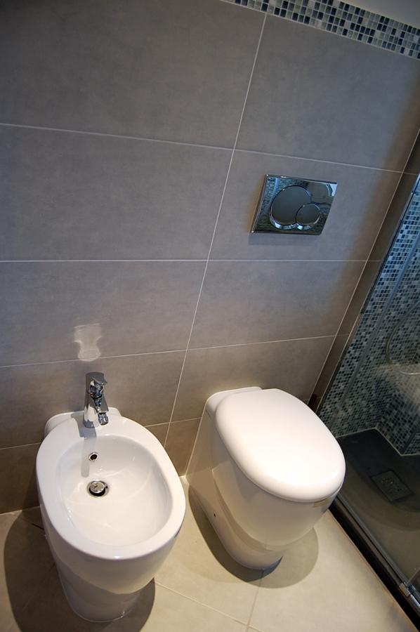 Foto sanitari faleri con misure ridotti per bagni piccoli - Foto bagni con doccia ...