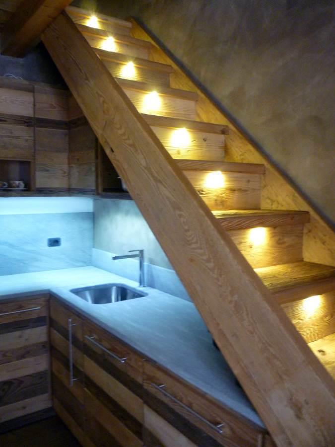 Stunning scala in cucina contemporary ideas design - Immagini scale in legno ...