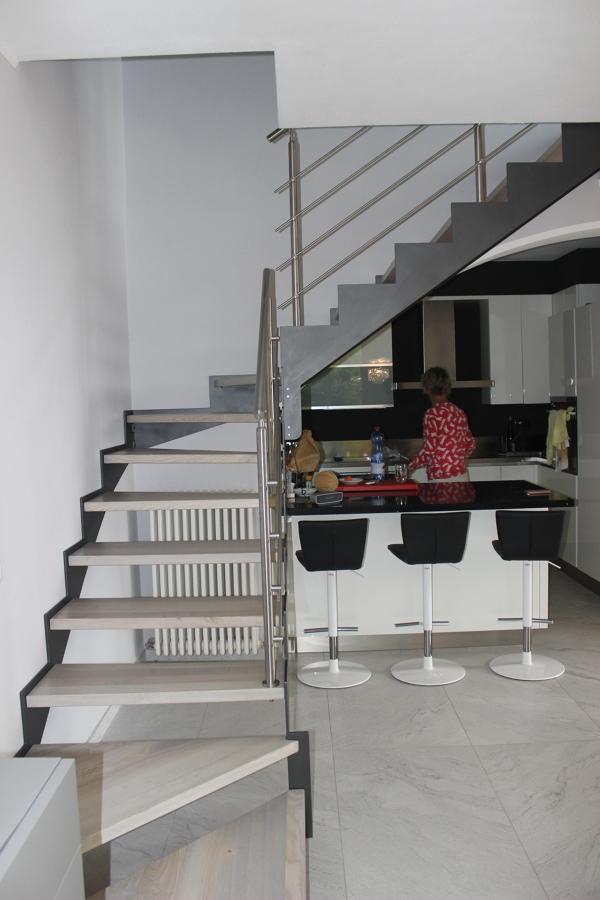 Scala con vista cucina