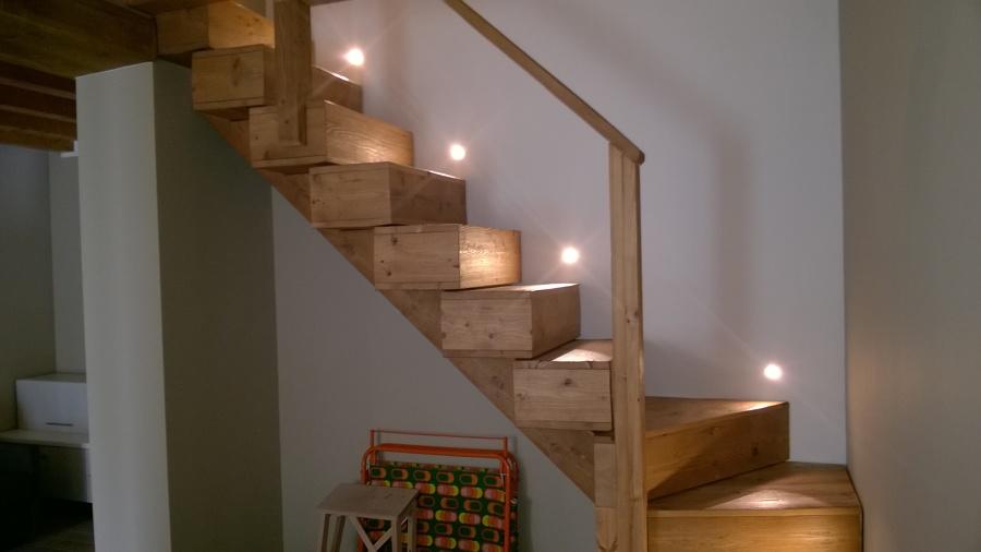Foto scala in legno vecchio di prontocasa 419676 for Immagini scale in legno
