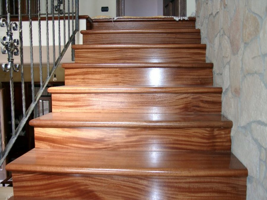 Progetto costruzione scala in legno idee infissi legno e - Immagini scale in legno ...