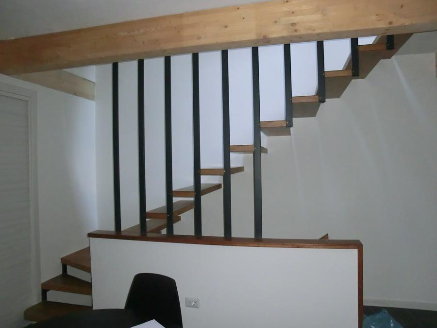 Rinnovamento abitazione in centro storico idee architetti for Scala interna in legno