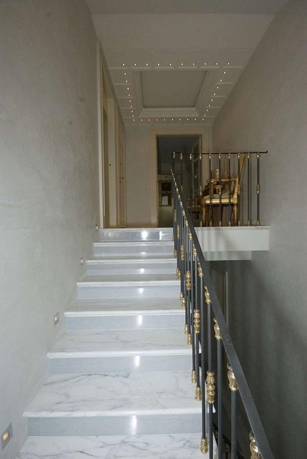 Foto scala interna in calacatta di zanco marmi di zanco - Scale interne in marmo ...