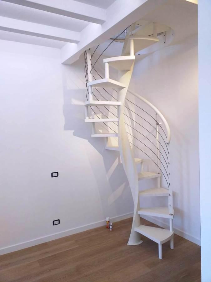 scala MELANIA TONDA con gradini in legno