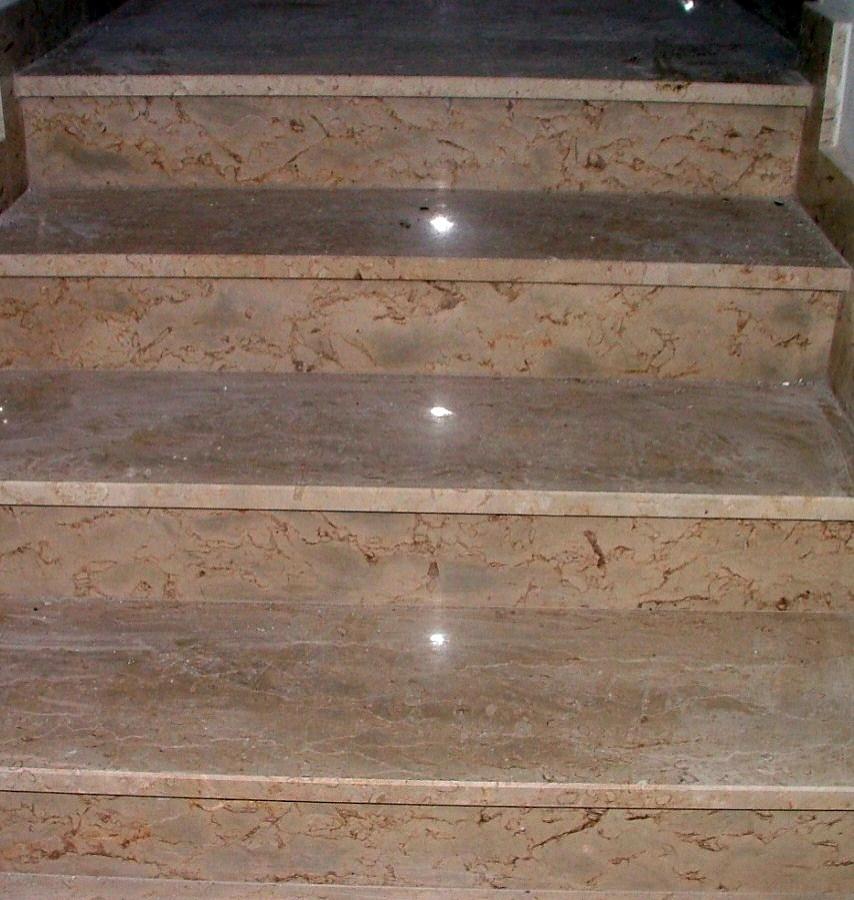 Foto scale in marmo di trani bozzano de capeto dott - Scale di marmo ...