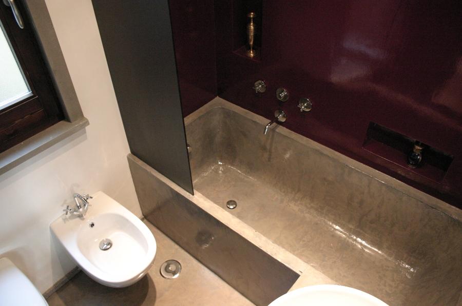 scorcio bagno con vasca realizzata a mano