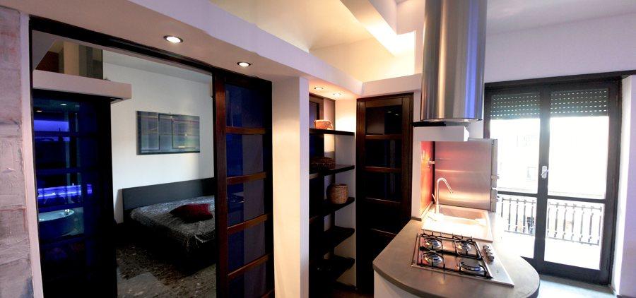 scorcio camera porta scorrevole a vista e dispensa cucina