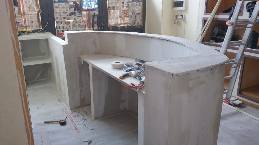 Banco reception in cartongesso hw27 regardsdefemmes for Reception scrivania
