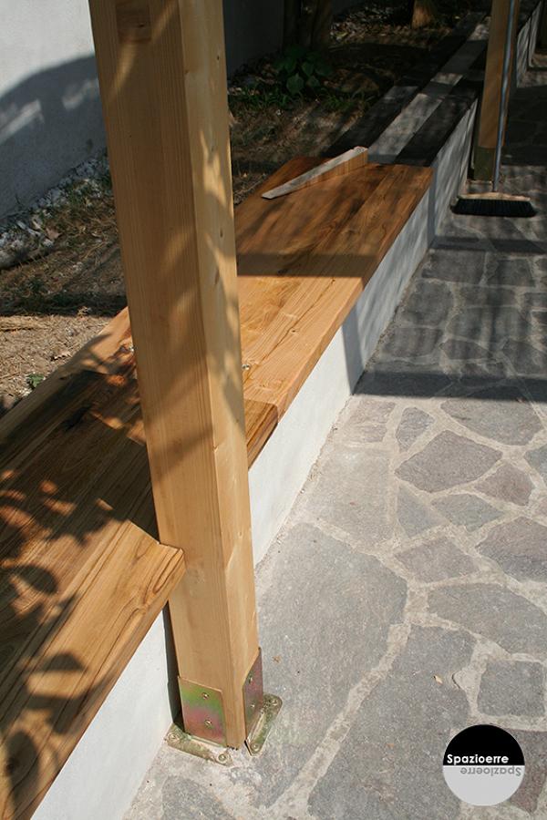 Seduta e struttura portante in legno di abete lamellare